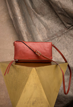 Eileen Crossbody in Brandy