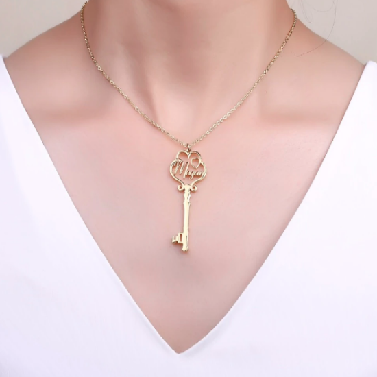 Necklace: key to the heart