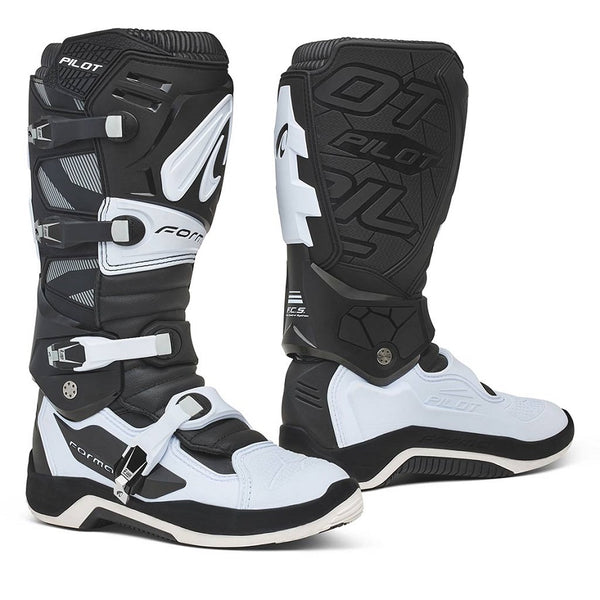 Forma Pilot Black/White Boots