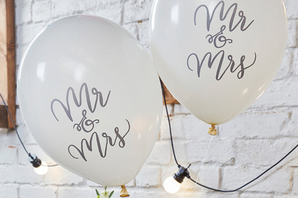 10 'Mr & Mrs' White Balloons