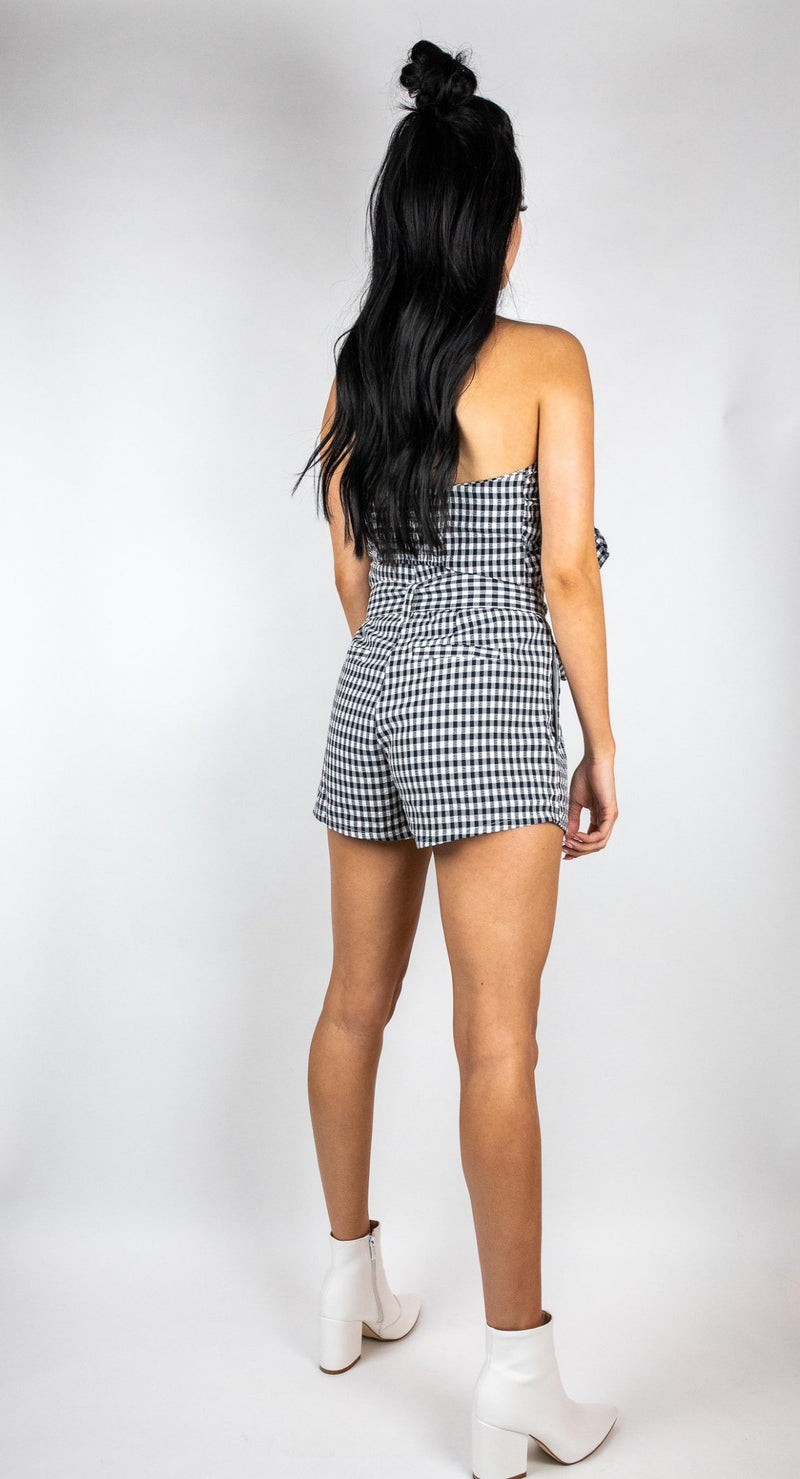 Cedes  women's online fashion & accessories two piece set, gingham fabric, tie front top, paper bag waist shorts, tie detail. Spring/Summer style & fashion for women online.