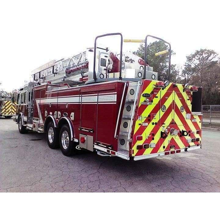 E-ONE Fire Truck E-ONE HP 100 Ladder Truck