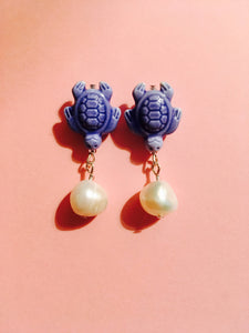 Turtle luck pearl earrings - Ceramic Turtle with freshwater pearl on Silver stud