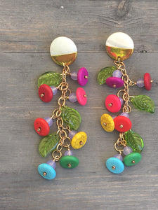 Flower leaf trellis on gold dipped shell earring