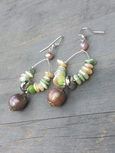 Load image into Gallery viewer, Black Pearl Shell Loop silver earrings