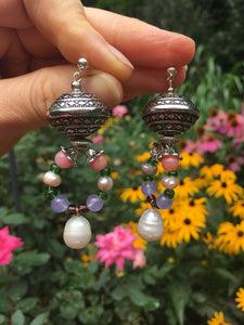 Pearl on howlite miner and silver bead loop earrings