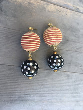 Load image into Gallery viewer, Black and white spotted lacquered bead with Gold beige silk bead earring