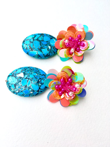Blue Howlite on multicolored Flower