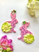 Load image into Gallery viewer, Pink green flower wood-bunny clip-on earrings