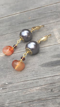 Load image into Gallery viewer, Amber on anthracite colored bead on gold threader earring