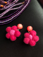 Load image into Gallery viewer, Fuschia Felt Flower earrings