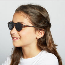 Load image into Gallery viewer, IZIPIZI PARIS Junior SUN #D Tortoise by IZIPIZI - Mini Pop Style