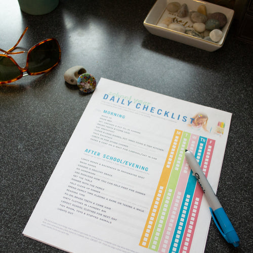 DOWNLOADABLE: KID'S SCHOOL YEAR DAILY CHECKLIST