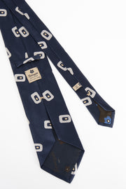 tags on the rear of the blue tie hand sewn in italy-cartellino cucito a mano in italia sul retro di una cravatta blu