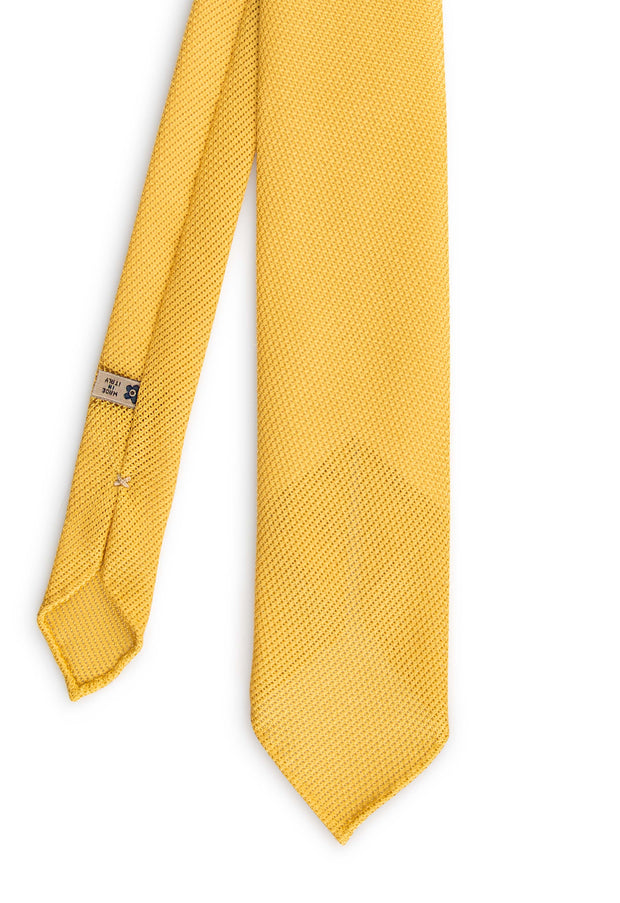 vision of the front part of the yellow grenadine garza fine tie