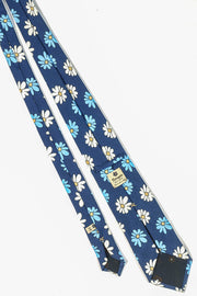 back look of the printed tie with light blue and white daisy