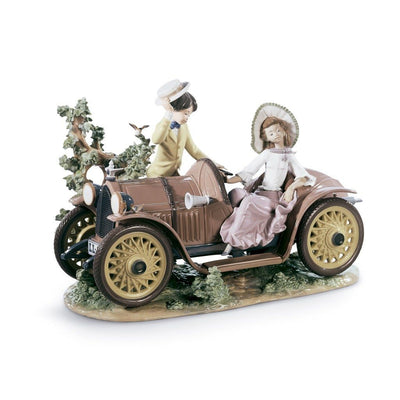 Lladro Porcelain Young Couple With Car Figurine LE 1500 Figurines Lladro