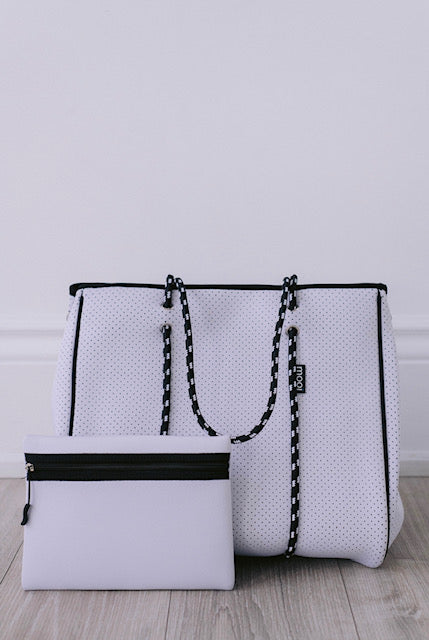 *NEW* Winter White with magnetic clasp