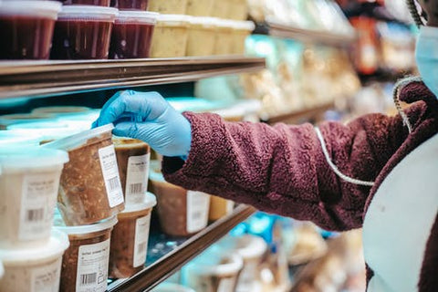 shopping in grocery store - common misleading claims from food marketers