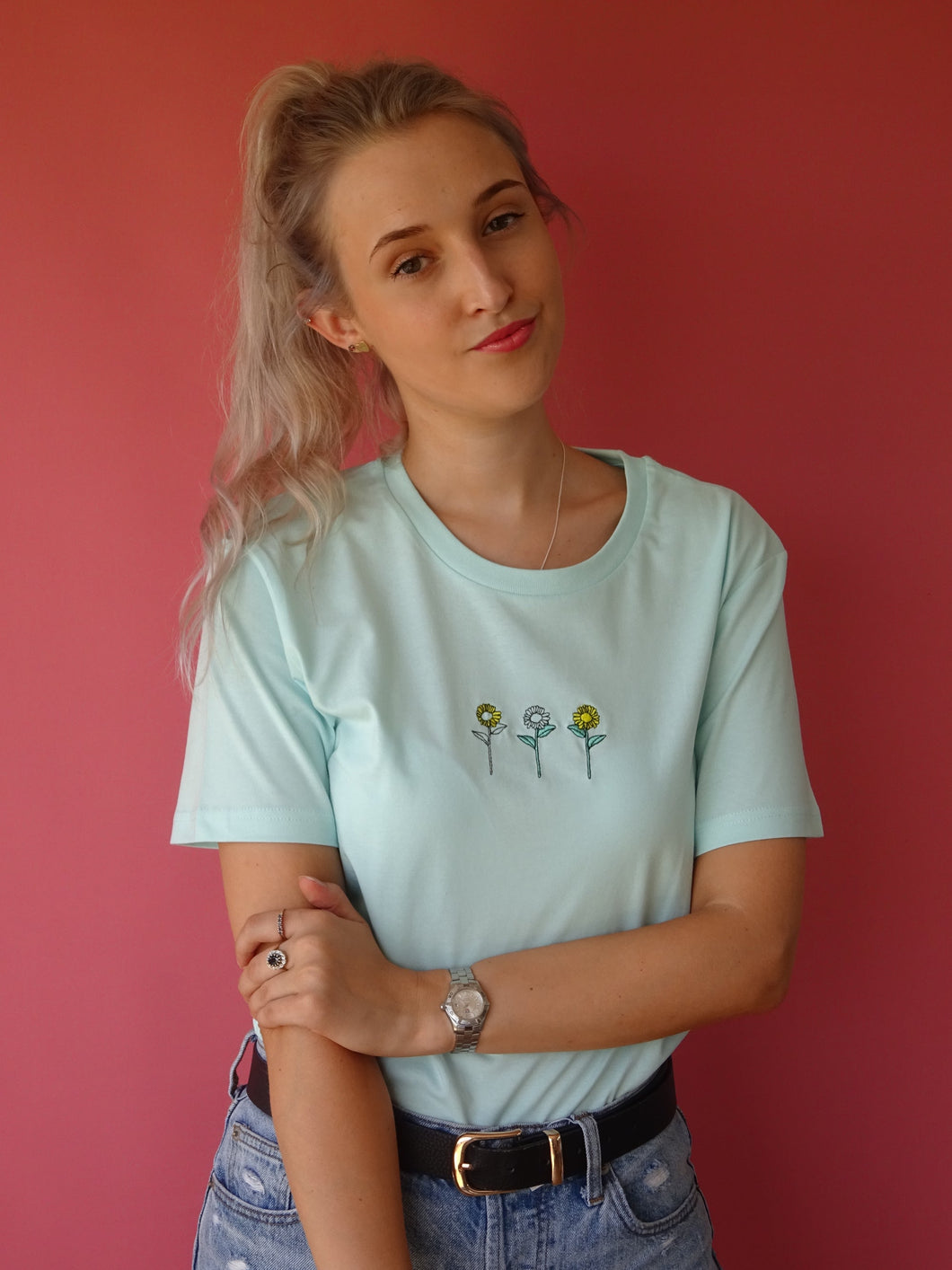 organic mint sunflower tee
