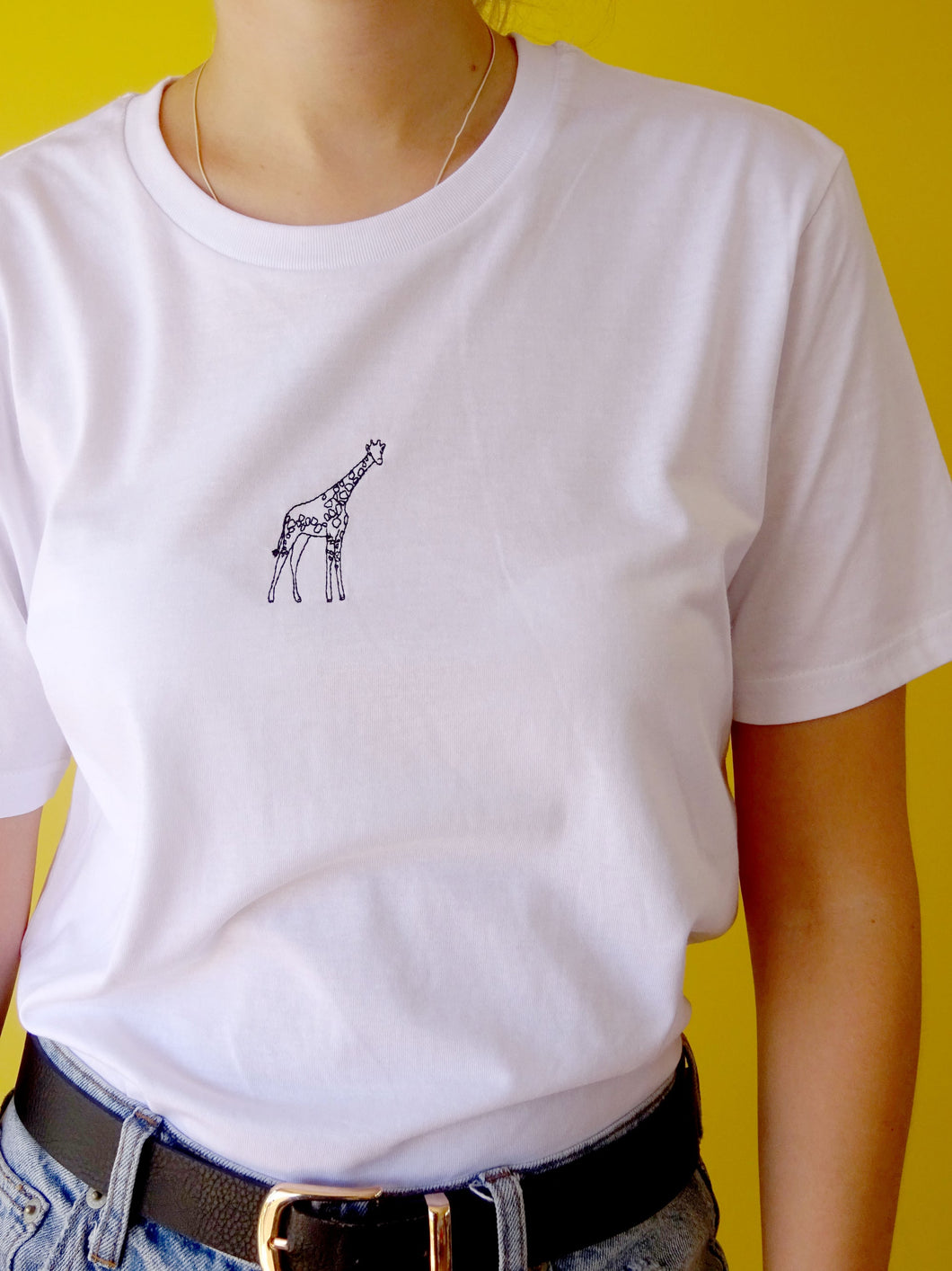 organic single giraffe tee