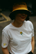 Load image into Gallery viewer, Organic t-shirt embroidered sunflower and sun tee