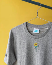 Load image into Gallery viewer, Organic t-shirt with embroidered sunflower mini bee tee