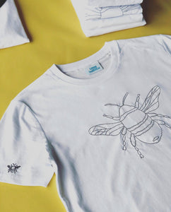 Organic t-shirt with embroidered big bee