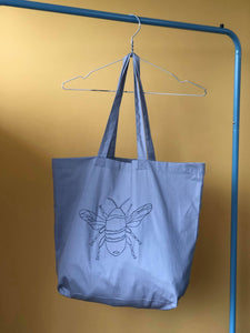 Big bee embroidered tote bag