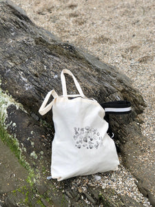 Shell embroidered tote bag