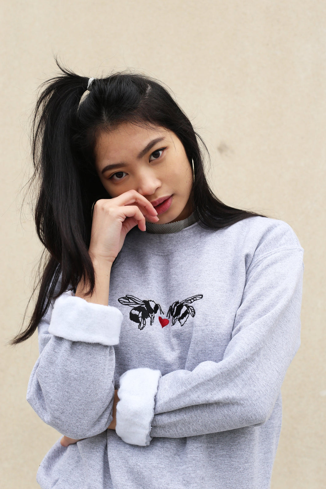 unisex sweatshirt with double heart bee embroidery