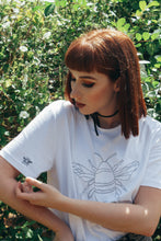Load image into Gallery viewer, Organic t-shirt with embroidered big bee