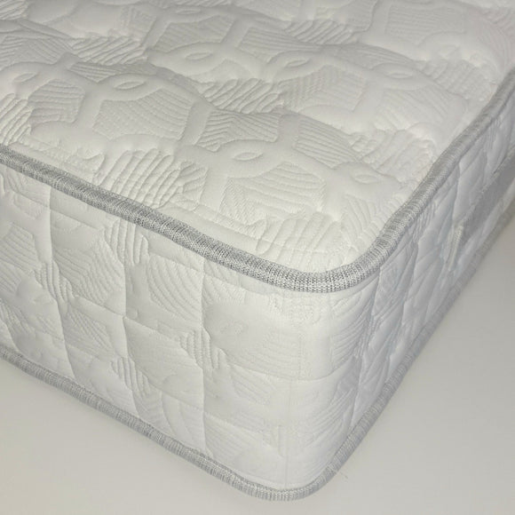 The Luxury 1800 Mattress | 3' €299 | 4'6 €479 | 5' €499 |
