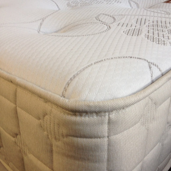The Shepherds Dream Mattress | Traditional | Deep Tufted | Wool