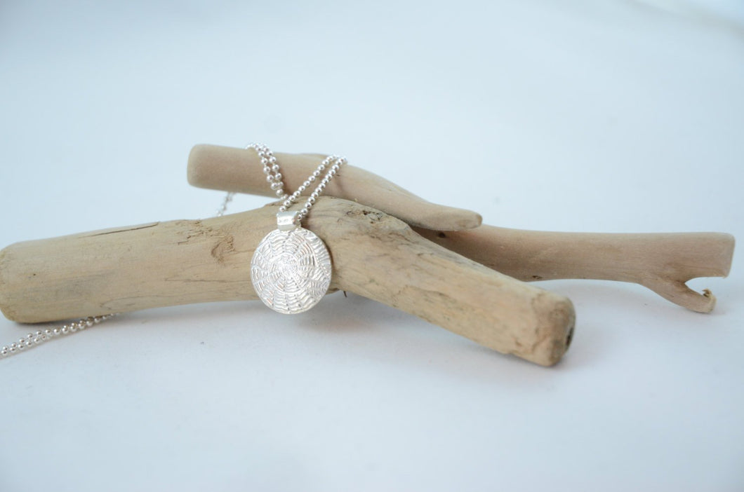 Round Silver Sea Shell Pendant Necklace