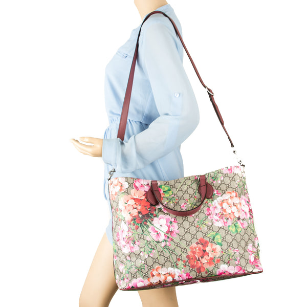 ae8664db03c33c ... Gucci Soft GG Supreme Canvas Blooms Tote Bag (New with Tags)