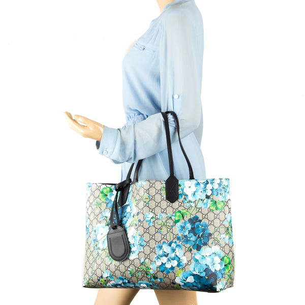 330ea22757a Gucci Blue Leather Reversible GG Blooms Medium Tote (New with Tags ...