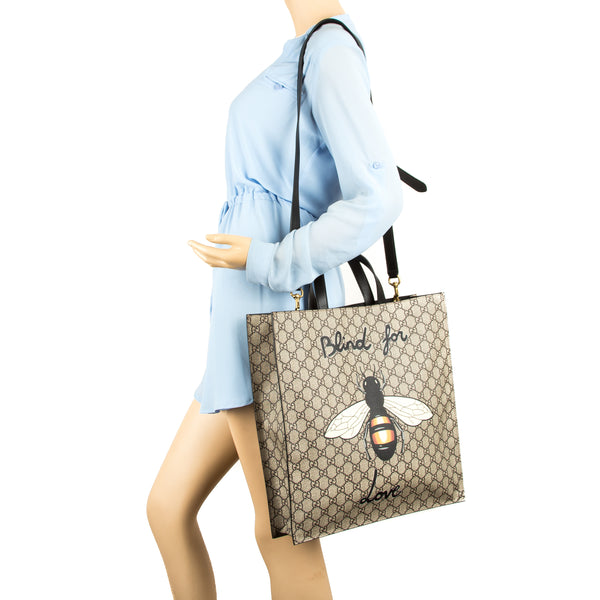 586a2fb44f5a8b ... Gucci Brown Leather Soft GG Supreme Canvas Bee Print Tote (New with  Tags)