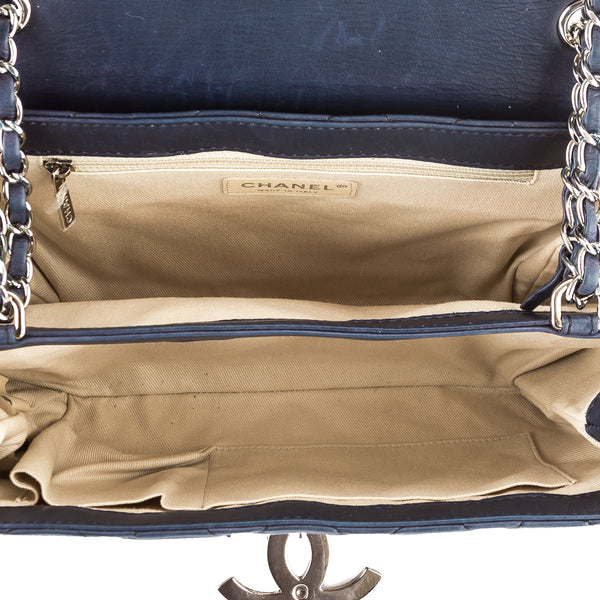 4b8da80b80a502 ... Chanel Navy Quilted Calfskin Leather Flat Hampton Bag (Pre Owned) ...