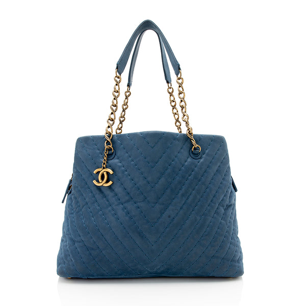Chanel Chevron Iridescent Calfskin Surpique Tote (SHF-11771)