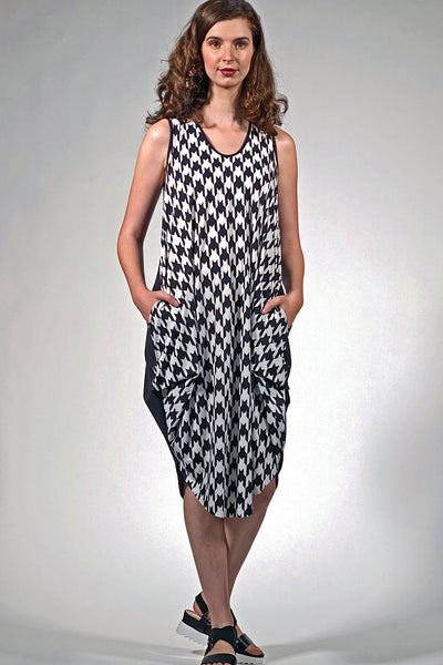 Khangura art to wear, unique and funky dress available at Khangura online boutique. Blackand white small check pattern sleeveless summer dress.Comfy USA made dresses.