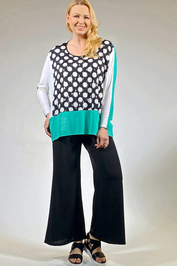 Artimino by Khangura designs stylish clothes for 70 year old woman. This beutiful tunic is modern yet classic for the middle-aged women. super comfy tunic top by Khangura clothing company is made in the USA. This casual knit top is one-size clothing for women. high-end, hip clothing by Khangura brand.