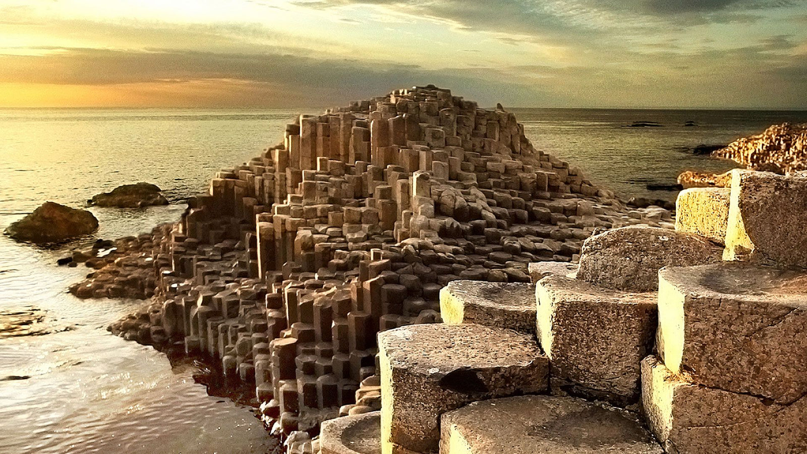 What is the story of the Giants Causeway?
