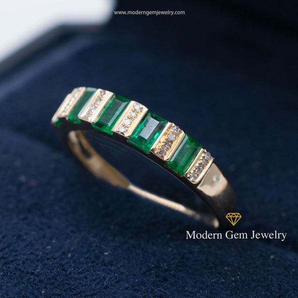 Art Deco Natural Emerald Diamonds 18k Yellow Gold Band - Modern Gem Jewelry