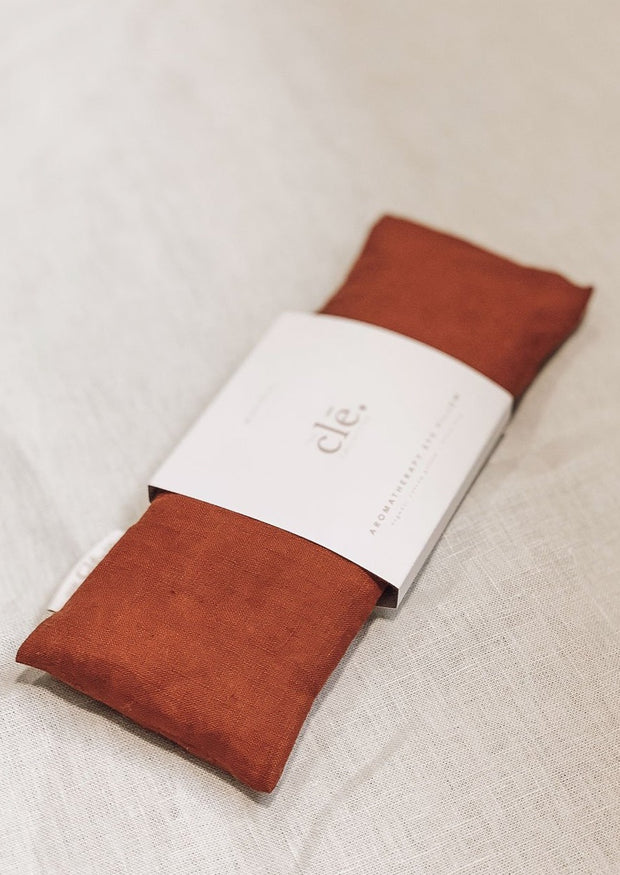 cle collective aromatherapy eye pillow manifest