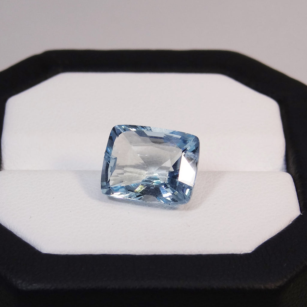 Natural Aquamarine - 5.53 ct.