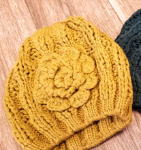 Load image into Gallery viewer, Knit Hat w/Flower