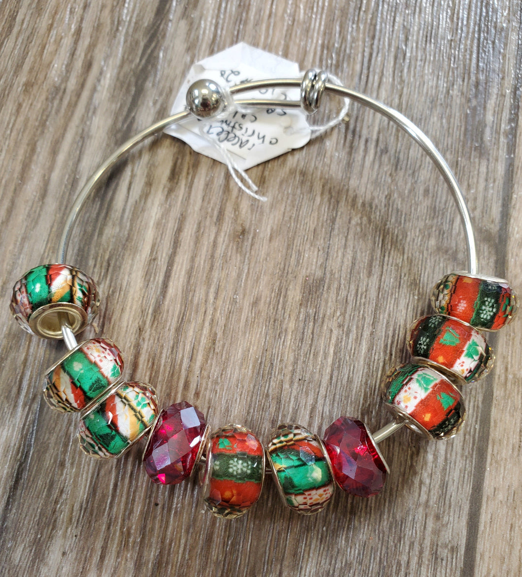 Bangle Bracelet w/Shades of Red and Green Beads
