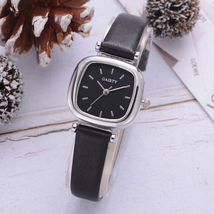 Classy Madison Leather Strap Watch - Couture Look