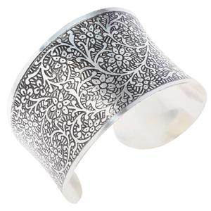 Silvery Tradition Cuff HHPLIFT